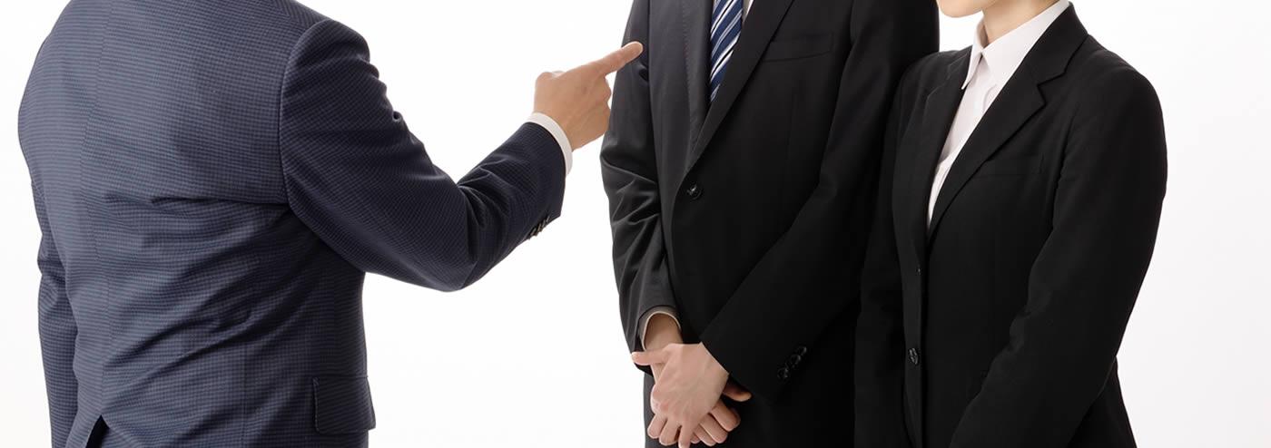 社員の不正を問い詰める