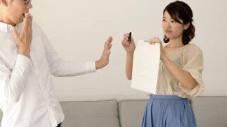 離婚を迫る女性